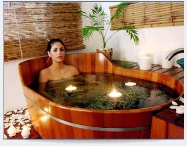 Banheira de ofuro de madeira